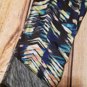 Reebok Pants - 🍒Reebok Multi-color capri workout pants with mesh